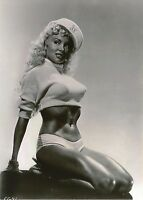 "Usa   """"  5 x 7 Inch """" Photo  -- Pin Up Girl <<>> 1950`s....."