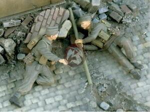 Verlinden 1/35 VP 2513 2 englische Commandosoldaten mit Bangalore Ladung