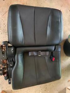 Nissan Elgrand black leather seats E51