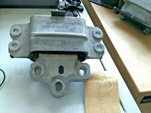 VW PASSAT B6-FRONT LEFT PASSENGER SIDE ENGINE MOUNT-3C0199555R