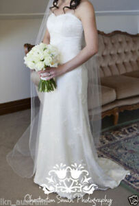 Petite French Lace Wedding Gown Size 6