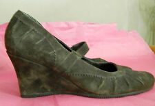 CLARKS UK6 EU39.5 BROWN SUEDE 'DELAWARE' WEDGE SLIP-ON SHOES - VERY LITTLE WEAR