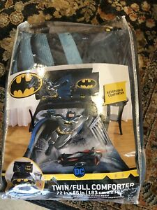 DC Comics Batman 2 pc Twin Comforter Set 72x86 Reversible. Sheet Set Included
