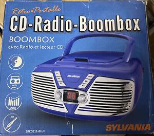 SYLVANIA SRCD211 PORTABLE CD BOOMBOX RETRO STYLE, BLUE *DISTRESSED PKG* NEW