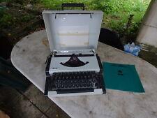 machine à écrire Olympia BMB portable vintage typewriter
