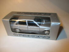 Opel Rekord e2 sedán Saloon 1982-1986 plata Silver metallic gama 1:43 vendiendo