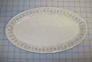 HALLMARK WHITE OVAL SERVING PLATTER WITH SNOWFLAKE AND TREE BOARDER BRAND NEW