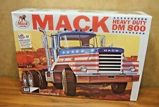 MPC MACK HEAVY DUTY DM800 TRACTOR 1/25 SCALE MODEL TRUCK KIT