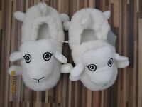 NWT WHITE SHEEP SLIPPERS SIZE SMALL 3/4 NEW LOOK