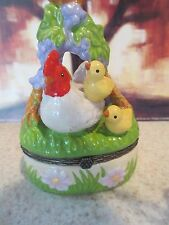 1362  HEN & CHICKS RESTING IN GRASS TRINKET BOX PERFECT WITH GIFT OF CASH/CHECK