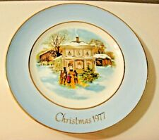 wedgwood avon christmas plate 1977 series fifth edition carolers in the snow