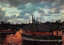 BT9952 Ile d Oleron crepuscule sur le port de la cotinire ship bat        France
