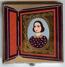 WADSWORTH COMPACT VINTAGE ENAMEL OLD FASHIONED WOMAN IN DAGUERROTYPE DESIGN *