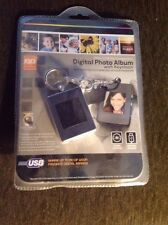 """INNOVAGE* DIGITAL PHOTO ALBUM with Keychain-60 IMAGES 1.4"""" SCREEN"""