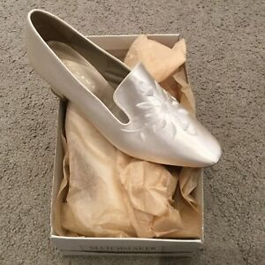 Embroidered Satin Cinderella Wedding Shoes - NEW Boxed!!   Size 6.5