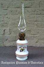 B2017348 - Lampe à pétrole ancienne en porcelaine - Très bon état -1 petit éclat