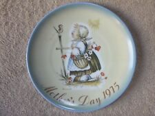 "Hummel Mother'S Day 1975 Plate, Girl With Bird, Heart, Flowrs, ""Message Of Love"""