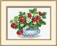 Bowl of Strawberries Cross Stitch Kit Riolis 870