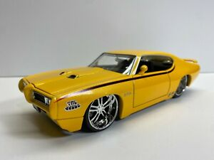 Jada Toys 1:24 Scale 1969 Pontiac GTO Judge Yellow Loose Clean Diecast NoRes