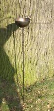 Perfekte Vogeltränke am Stab, Futterstelle, Gartenstab, Gartenstecker,  Eisen