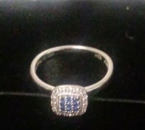 Lorenzo sterling 925 sz7  Ring With blue and white brilliant cut round saphires.