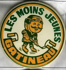 LES MOINS JEUNES GATINEAU QUEBEC OLDTIMERS HOCKEY OFFICIAL OLD PIN BUTTON #2