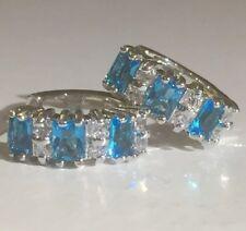 Plum Reino Unido Aguamarina & Relleno De Oro Blanco Diamante Sim 14 Mm x 5 mm Huggie Aro Pendientes