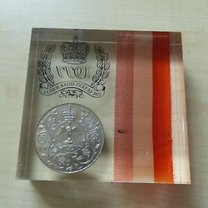 1977 Queens Silver Jubilee Crown Coin & Ribbon Paperweight