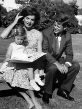 Jacqueline, Caroline & John F. Kennedy UNSIGNED photo - L4047 - In the 1960S