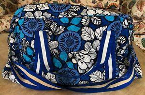 VERA BRADLEY BLUE BAYOU PATTERN TRAVEL/CARRYON BAG WITH DETACHABLE CANVAS STRAP