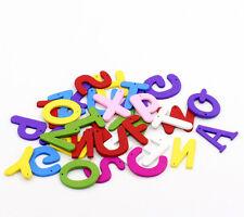 50 couleurs mélangées en bois alphabet letter charms/pendentifs a-z lettres craft T39