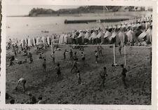PHOTO ANCIENNE - VINTAGE SNAPSHOT - ST JEAN DE LUZ PLAGE SPORT VOLLEYBALL -BEACH
