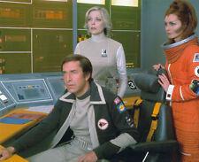 MARTIN LANDAU, BARBARA BAIN & CATHERINE SCHELL UNSIGNED PHOTO - 5778- SPACE 1999