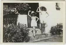 PHOTO ANCIENNE - ENFANT FILLE MODE CHAPEAU GAG-GIRL HAT FASHION-Vintage Snapshot