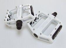 Wellgo B087U - Flat / Platform Mountain Bike Pedals - White