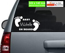 Nome Personalizzato Bambino a bordo di VINILE ADESIVO AUTO / CUSTOM font / Baby piedi /