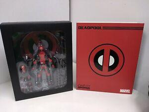 Mezco Toys - One:12 Marvel Deadpool Adult Displayed Complete