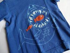 MINI BODEN Boys Super cooles HAI T-Shirt blau Gr.4-5Y 104 110