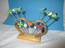 um 1955 Lauscha MINIATUR Glas Figuren  Holz-Halter mit Glücksbringer in Farbglas