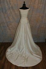 Elegantes Brautkleid mit Spitze/Perlen und Schleppe von La Sposa in 38/40