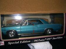 1/18 Maisto 1965 Pontiac GTO Hurst Edition in turquoise