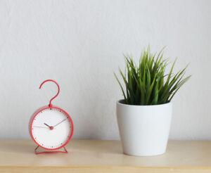 IKEA SNIFFA Uhr Tischuhr Standuhr Quarz rund lautlos ohne Ticktack rot 9x15 cm