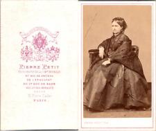 Pierre Petit, Paris, Une femme assise en pose Vintage CDV albumen carte de visit