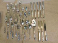 Lot of 32 Pc. Rogers & Bros. Silverplated Silverware Set 1950 Starlight