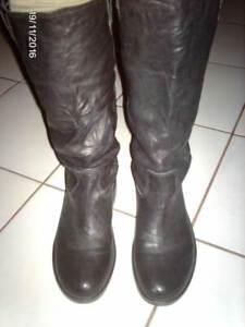 Bottes KICKERS cuir noir quasi neuves Pointure 40