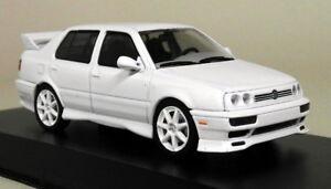 Greenlight 1/43 Scale - 1995 Volkswagen Jetta A3 White Diecast Model Car