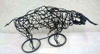 Espectacular escultura de hierro, toro bravo. Escultor Boni Guarjol, escultor