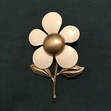 Vintage Sarah Coventry White Enamel Daisy Flower Gold Pin Retro Mod Jewelry