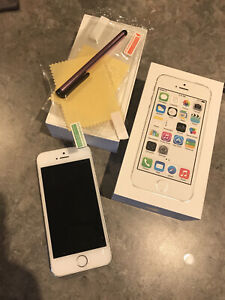Apple iPhone 5s - 32GB - Silver (Unlocked) A1530 (GSM) (AU Stock)