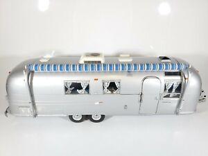Franklin Mint 1:24 Airstream International Land Yacht Sovereign of Road w/ Foam